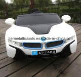 Carro elétrico do brinquedo dos miúdos com farol do diodo emissor de luz