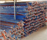 Collegare di colore di azzurro rosso che filetta tubo elettrico