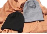 Les hommes de chapeau de couleur solide ont tricoté des chapeaux de capot de Beanies