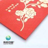Dinero que contiene de papel rojo como regalo para los niños,
