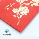 Stampa di carta rossa che contiene soldi come regalo per i bambini,