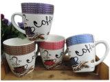 Disegno di ceramica della tazza con la figura del quartetto