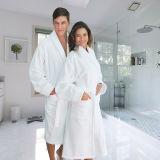 Weißer Farben-Luxushotel-Bademantel