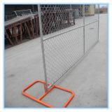 金網の塀か安全網の塀