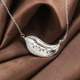925人の純銀製のネックレスの方法創造的なLeaf-Shaped自然な淡水の真珠のネックレスの女性は宝石類に罰金を科す