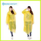 Gelbes PET der Frauen wegwerfbarer Regenmantel Rpe-150