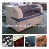 Machine de gravure de découpage de laser de CO2 pour l'essuie-main de face d'essuie-main de Bath