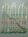Palillos de bambú redondos coloridos y hermosos pila de discos en OPP