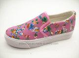 ばねおよび夏のための印刷された花のキャンバスが付いている女性のズック靴