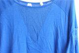 女性長い袖の円形の首のニットのプルオーバーのセーター