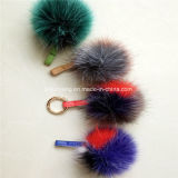 com ou sem os Pompoms coloridos da pele de Fox do Keyring POM