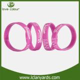 Wristbands su ordinazione del silicone stampati Debossed del silicone di marchio per la cerimonia nuziale