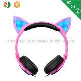 Auscultadores leves estereofónicos prendidos da orelha de gato do diodo emissor de luz do fabricante de China artigo relativo à promoção