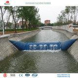 Tipo represa de borracha inflável do suporte para livros para a irrigação
