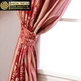 La camera da letto economica copre e le tende modellate rosse delle tende