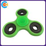 De groene Plastic Hand friemelt Spinner voor Pret