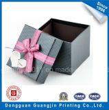 Empaquetage rigide de papier de cadeau gravé en relief par qualité