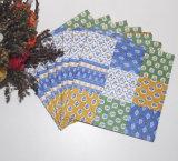 Bunte gedruckte Papierserviette mit der Farbe gedruckt