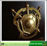 Concevoir l'emblème en fonction du client en métal d'or pour extérieur