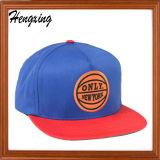 Cappello rosso del comitato di Snapback 6 con il picco di Snakeskin