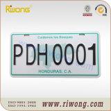 Spazio in bianco della targa di immatricolazione dell'automobile di alta obbligazione