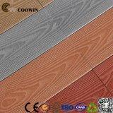 A fábrica de China fornece diretamente o Decking contínuo ao ar livre da plataforma WPC da grão de madeira da alta qualidade 3D