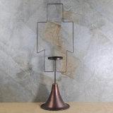 Supporto di candela d'ottone antico della colonna di stile