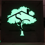 내부적으로 Translucent Plexi Faces를 가진 Vinly를 가진 Illuminated Sign Logo