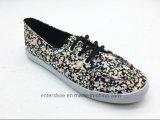 慰めの女性(ET-LH160307W)のためのゴム製花の印刷されたズック靴