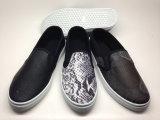 PU女性は蹄鉄を打つズック靴の方法靴(14hy1602)に