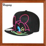 黒い刺繍の急な回復の平らなピーク帽子
