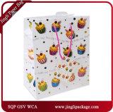 Le cadeau d'anniversaire met en sac les sacs en papier promotionnels de sacs de papier de cadeau