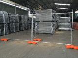 La maggior parte della rete fissa provvisoria di plastica bianca utilizzata popolare dell'Australia dell'aeroporto