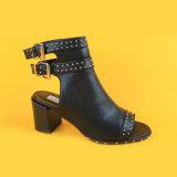 Caricamenti del sistema in rilievo dei sandali della cinghia nera di Ankel delle donne per la ragazza