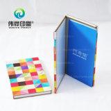 A impressão colorida da caixa gosta de um livro para instruções