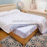 Polyester-korallenroter Vlies-Zudecke-/Bed-Deckel 100%