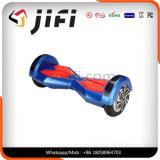 Individu sec volant de deux roues équilibrant le scooter électrique de mobilité