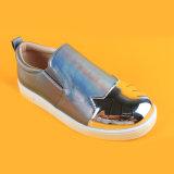 Slittamento poco costoso piano di cuoio Bronze dell'unità di elaborazione sulle scarpe da tennis larghe per i capretti