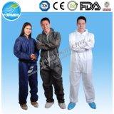 Los overoles impermeables desechables con capucha y botas, protección completa