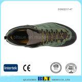優秀な耐久性は衝撃の方法スポーツの靴を吸収する