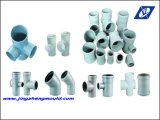 Passende Plastikrohrfitting-Form drücken
