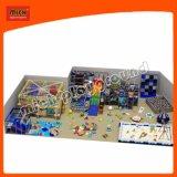 Labirinto interno das crianças de Mich com a associação de escalada da parede e da areia