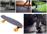 リモート・コントロールの4-Wheel自己のバランスの電気スケートボード