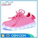 Yeezyを満たす標準的なデザインUSBは子供のためのLEDの靴を遊ばす