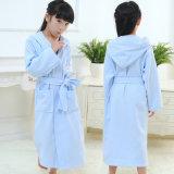 中国の製造者のフード付きの子供の浴衣は卸し売りする