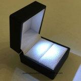 까만 LED 점화 보석 교전 결혼 반지 백색 선물 상자