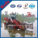 川のゴミ収集の収穫機機械