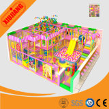 Parc d'attractions en plastique de jouet d'enfants, fabriquant d'équipement d'intérieur de cour de jeu