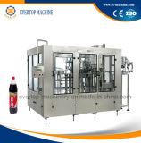 Botella de refresco de agua de la máquina de llenado