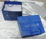 파란 인쇄된 서류상 쇼핑 백